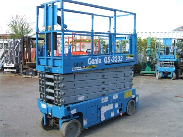 Used Scissor lifts Genie GS-3232 - AREIC Inc